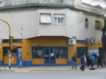 """El bar """"Buenos Aires"""" en la esquina de Urquiza e Independencia:"""